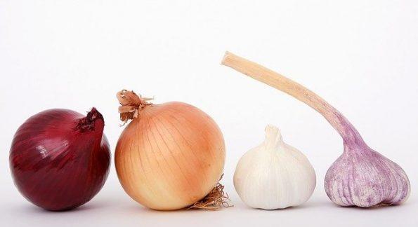 Cari Tahu 5 Perbedaan Bawang Bombay Merah dan Putih